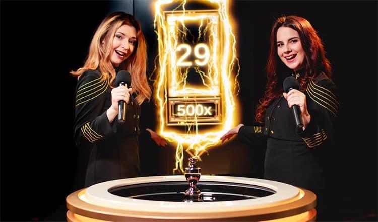 Das Spiel Lightning Roulette, zwei weibliche Gastgeberinnen.